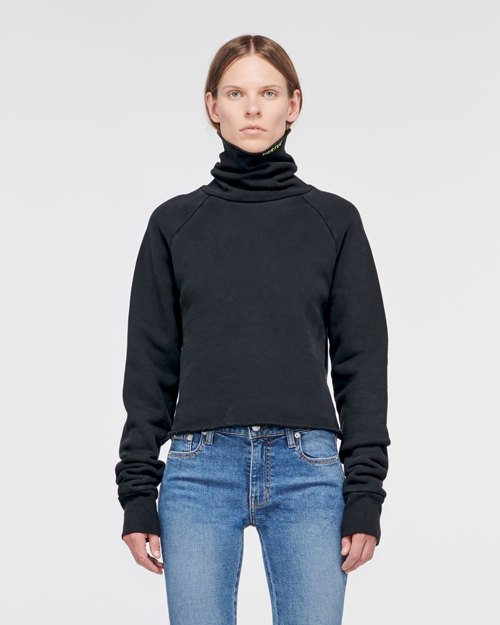 """SANTA MONICA"" CROPPED TURTLE NECK OLD BLACK"